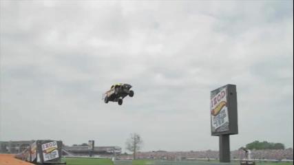 101,2 метра - световен рекорд за скок с кола