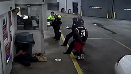 USA: Florida police officer fired for assaulting handcuffed woman