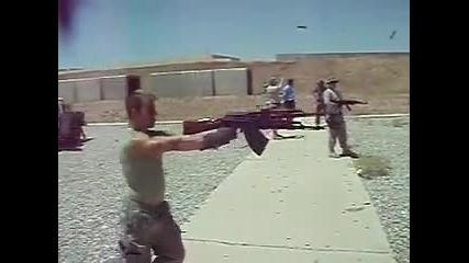 Стрелба с два калашника