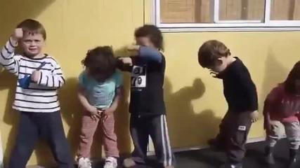 Очарователни деца от Нова Зеландия танцуват страстен боен танц