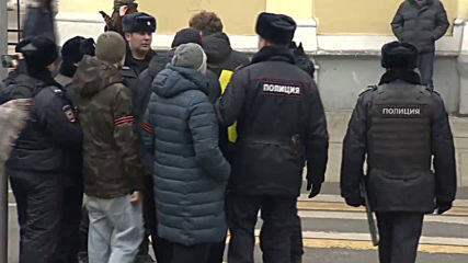 Russia: Hundreds march through Moscow in solidarity with female prisoners