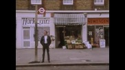 Mr Bean на автобусната спирка