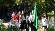 Поднасяне на венци и цветя пред паметника на алпиниста Христо Проданов