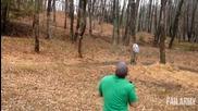 Мъж стреля по дърво и то едва не пада върху него