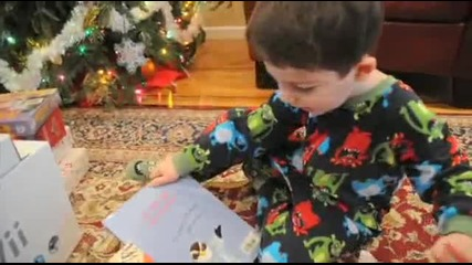 Дете Недоволно От Подаръка Си За Коледа!