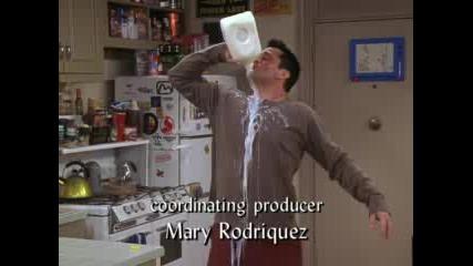 Joey пие мляко