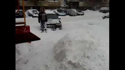 Скачане Надолу С Главата В Снега