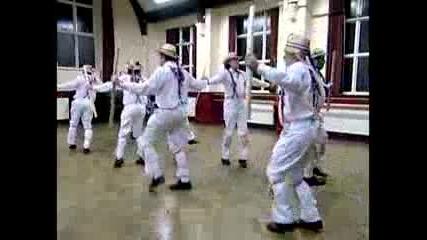 Звънящи камбани за Морис танцьорите
