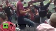 Италия: Футболни фенове са наранени от хвърлена бомбичка