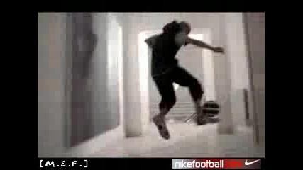 Nike - Henry