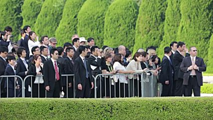 Japan: Obama and PM Abe lay wreaths at Hiroshima Memorial Peace Park