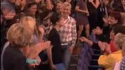 Justin Bieber се фука с книгата си на Ellen