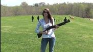 Това момиче добре се справя с пушката
