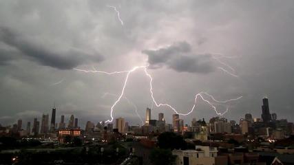 Светкавици Удрят 3те Най - високи Сгради В Чикаго