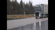 Екстремно спиране на камиони