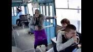 Баба куфее в градския транспорт (смях)