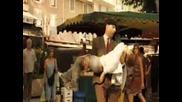 Mr. Bean Свири, Танцува И Пее