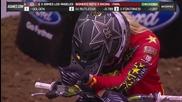 Маце нелепо изгуби победата последните секунди в състезание с мотори в зала!