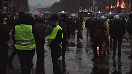 France: Tensions high as 'Yellow Vest' protests continue in Paris