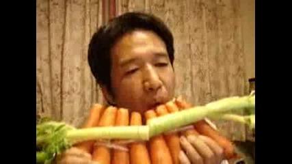 Невероятно Китаец Свири На Моркови