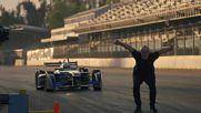 Скок над болид на Формула E със задно салто! Damien Walters ..