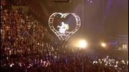 Justin Bieber прави сладки усмивки на турнето си