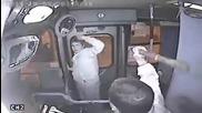 Нагъл крадец в автобуса си получава заслуженото