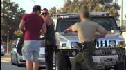 Ненормалници крадат гумите на колите на края свалят гума на полицейска кола докато полицая е вътре !