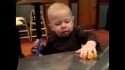 Лудото Бебе - Вижте как се Мръщи