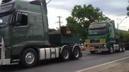 Конвой от камиони превозват гигантски трансформатор !