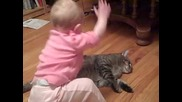 Най-търпеливата котка на Света!