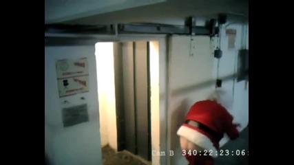 Пиян Дядо Коледа уловен от камера
