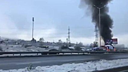 Пожар гори на Околовръстното шосе на София