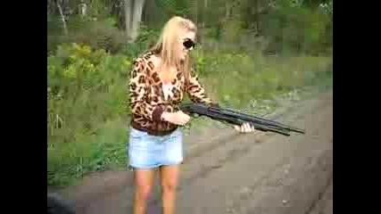 Блондинка стреля