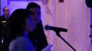 Нина и Иън говорят на български с фенка