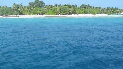 На лодка край Малдивите