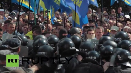 Ukraine: Clashes erupt in Kiev as decentralisation bill protest escalates