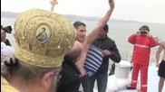 21-годишен треньор по плуване извади кръста в Русе