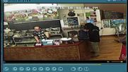 New Zealand: Takeaway owner ignores armed robber, continues serving customer