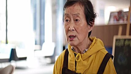 Chinese grandma brings energy to her day by working in Shanghai coffeeshop
