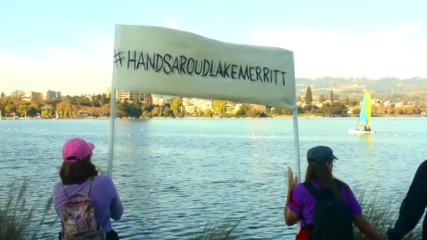 USA: Anti-Trump protesters attempt human chain around Oakland's Lake Merritt