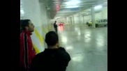 Дрифт на Бмв в подземният паркинг на мола