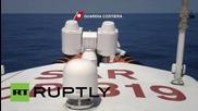 Спасителна акция в Средиземно море, вадят от водата мигранти