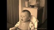 Бебе Се Смее Като Възрастен - Монтаж