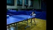 6 годишно дете играе тенис като професионалист