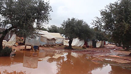 Syria: Massive rainfall destroys tents at Idlib refugee camps