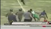 Побеснял футболист млати нахълтали на терена фенове [жан Нгоди] ... :d:d