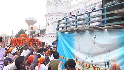 Pakistan: Sikh pilgrims celebrate Guru Nanak's 550th birthday anniversary