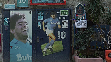 Italy: 'Completely devastated' - Neapolitans mourn Maradona's death