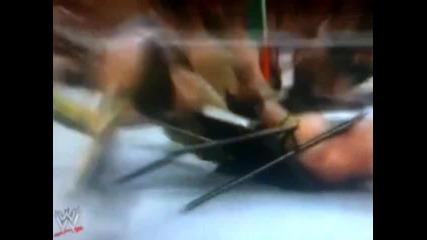 Alberto Del Rio наранява ръката на John Cena със стол и му прави ръкотрошач - Wwe Raw - 11.11.13